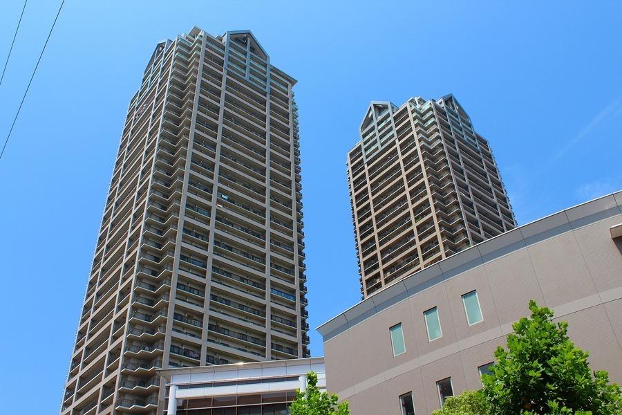 外観:堺市駅前のシンボルである2棟のタワーマンション。堺市駅と直結しているベルマージュ堺です。