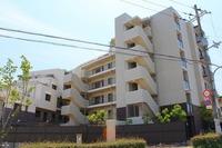 外観:築年数の新しいモダンでスタイリッシュな外観の分譲マンションです。