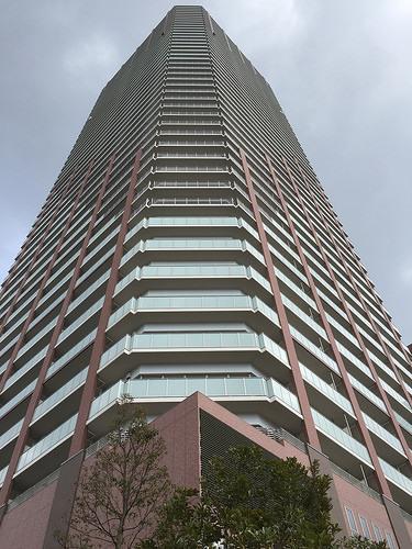 外観:阿波座駅前にそびえ立つシンボルタワーマンションです。