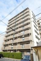 外観:シンプルモダンなデザイン性の優れた外観の上、高級感あるマンションです。