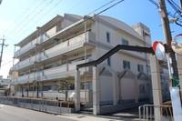 外観:徒歩圏内に買物施設がありますので、利便性あるマンションですよ。