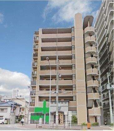 外観:高級感を感じさせる重厚感のある外観で、エントランスもオシャレで開放感のあるマンションですよ。